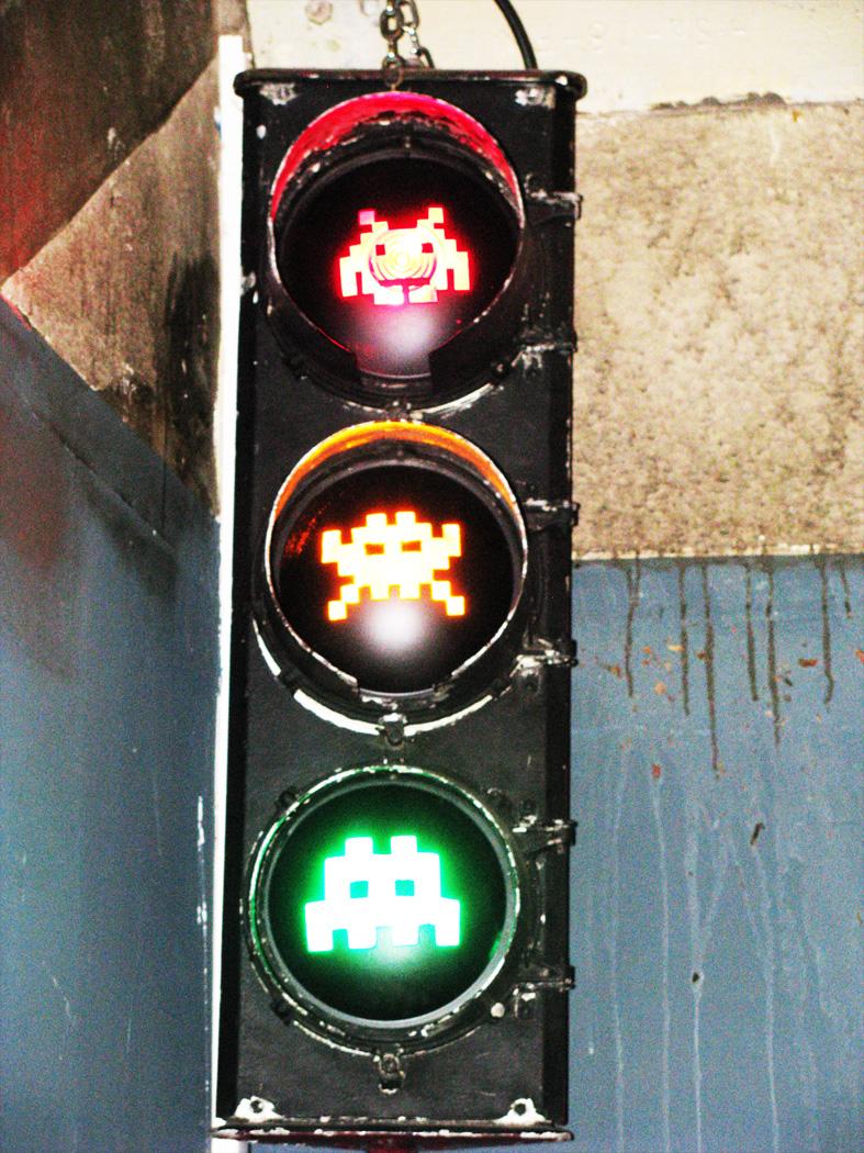 Les feux de signalisation revus par Space Invader